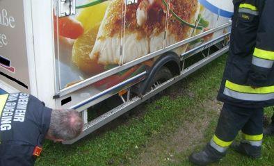Fahrzeugbergung - Steckengebliebener Klein-LKW